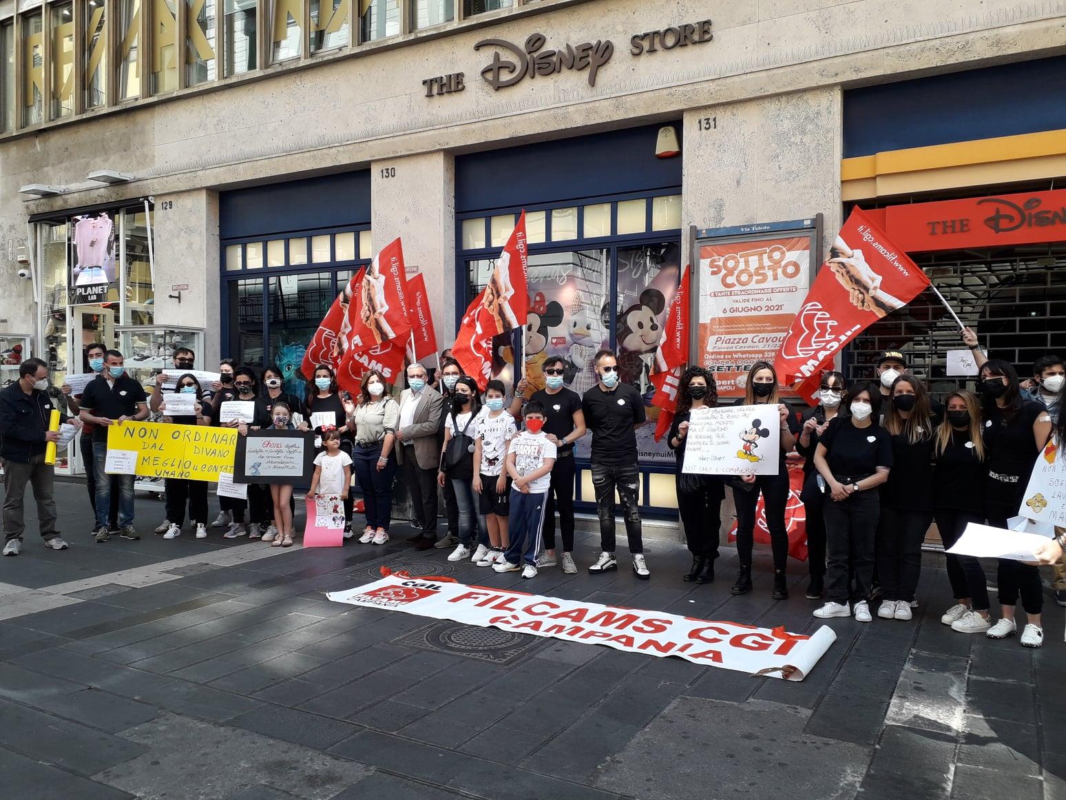 Disney porta via lavoro, sogni e magia: chiudono i negozi, lasciati a casa 230 lavoratori. Tutta colpa delle vendite online