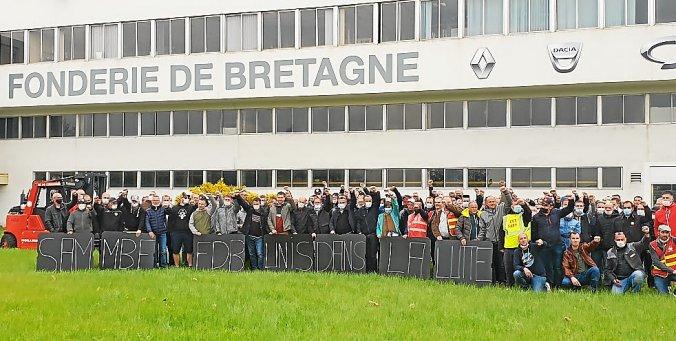 Francia: la Renault vuole licenziare, gli operai sequestrano e processano  i manager