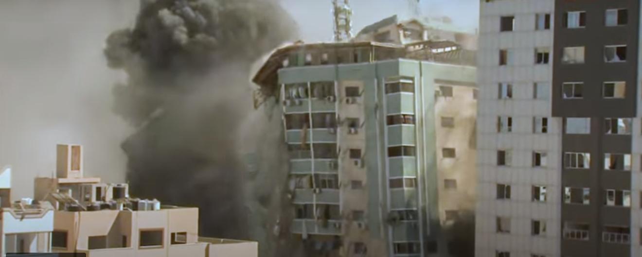 Gaza, Israele vuole zittire l'informazione: bombardato il palazzo dei giornalisti
