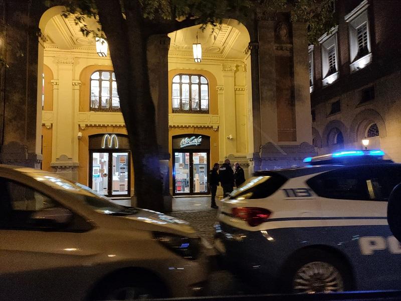 Salerno, panico al centro: rissa fra ragazzi, due accoltellati