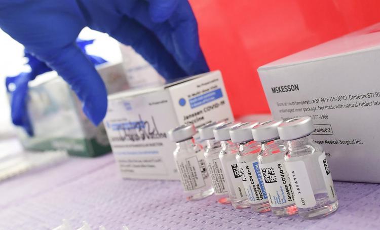 Campania, stop vaccinazioni nelle farmacie. Fermato Johnson&Johnson