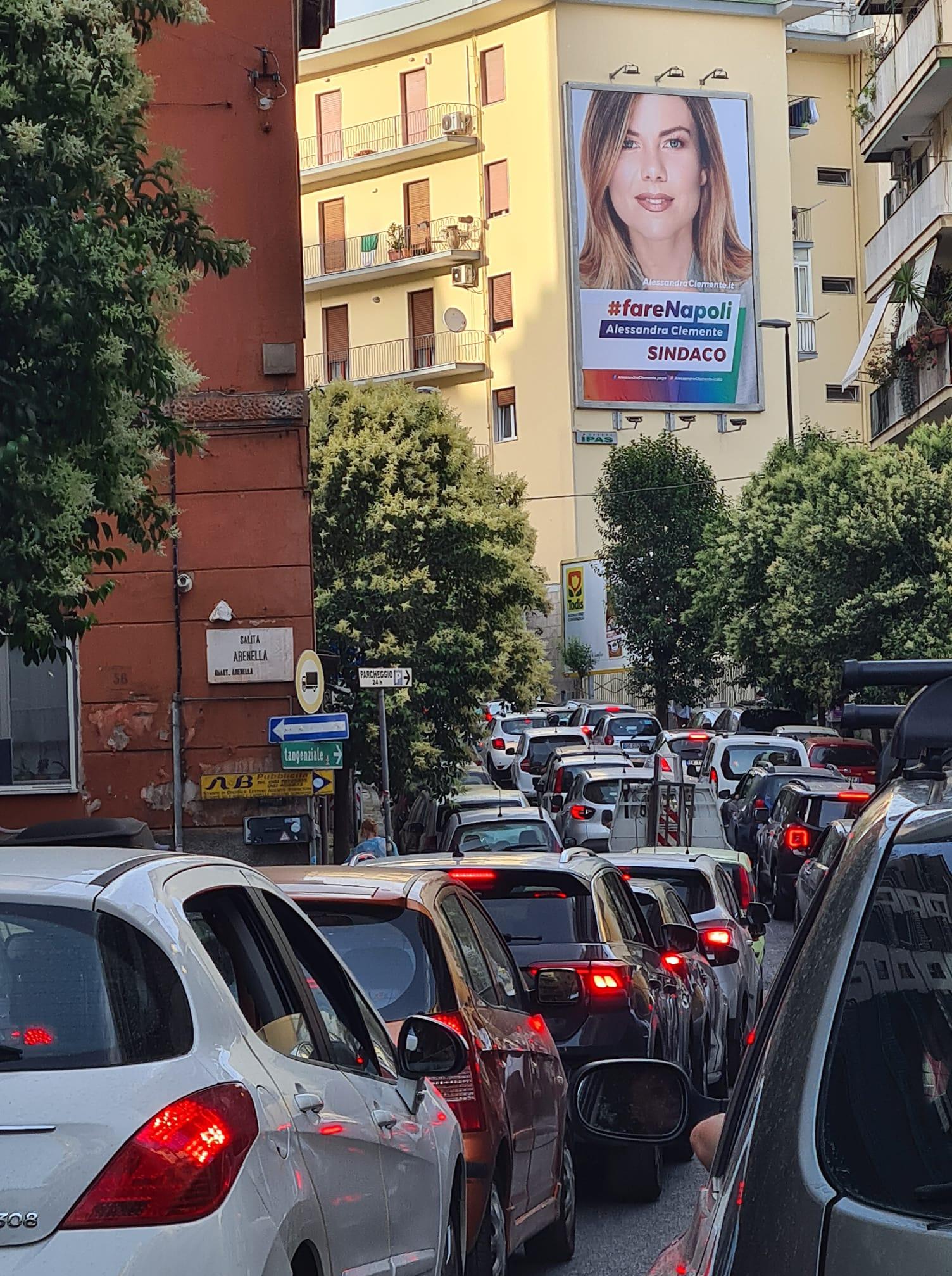 Napoli, strade chiuse e circolazione in tilt mentre la Clemente pensa alle elezioni