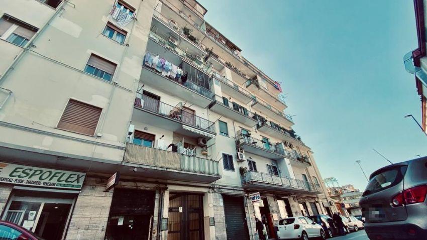 Napoli, precipita dal quarto piano a Fuorigrotta. Muore un giovane di 30 anni