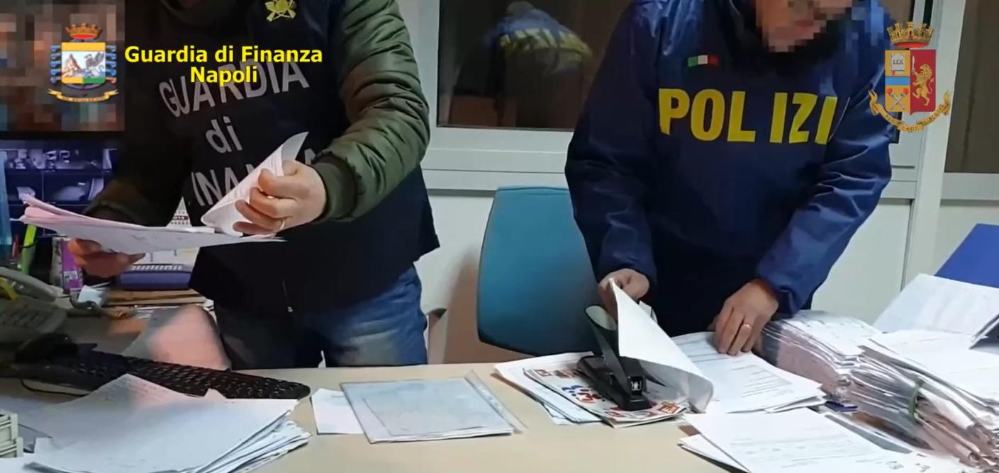 Estorsioni a Napoli e Caserta: 31 arresti