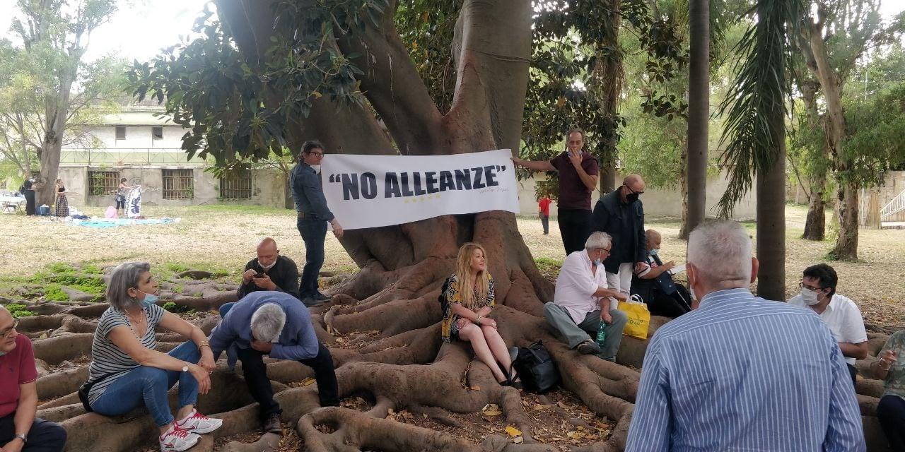 """Napoli, consiglieri M5s scrivono a Grillo: """"Revoca l'alleanza con chi ha rovinato la nostra Città"""""""