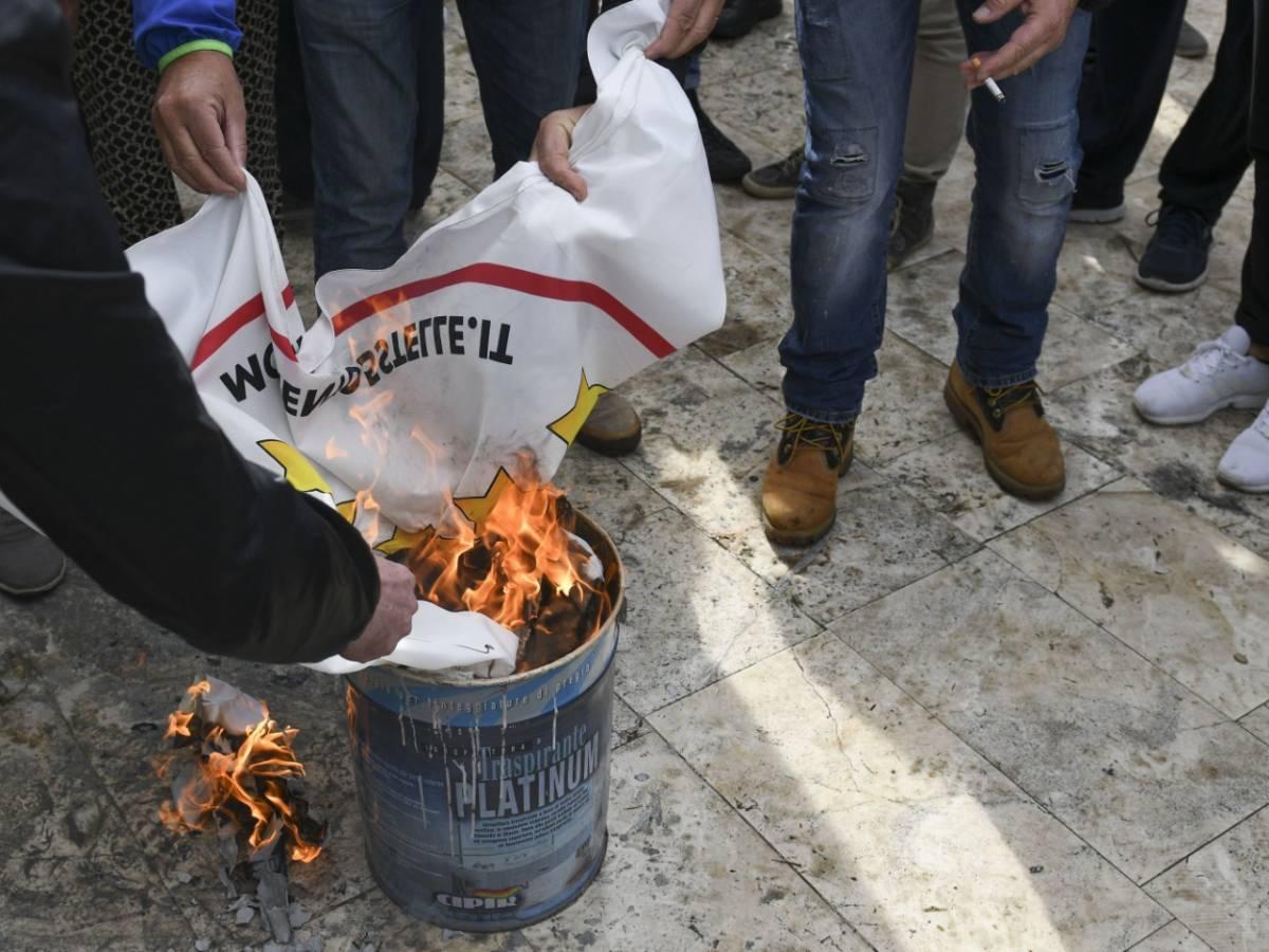 M5s, da Torino a Napoli monta la protesta degli iscritti e attivisti