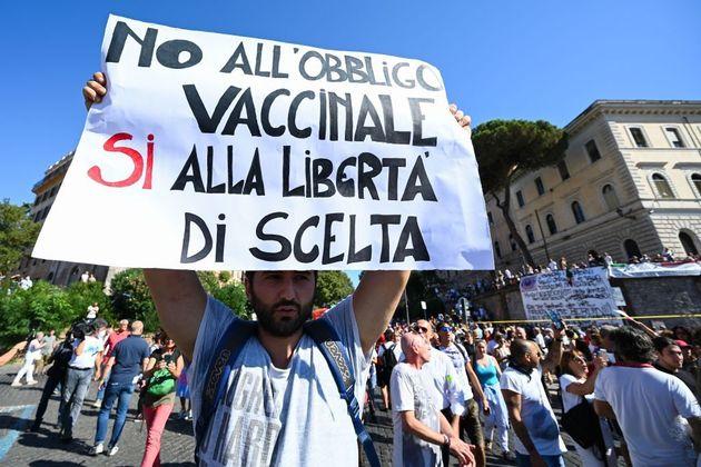 """Covid 19, Cobas Scuola Sicilia: """"No all'obbligo di vaccinarsi"""""""