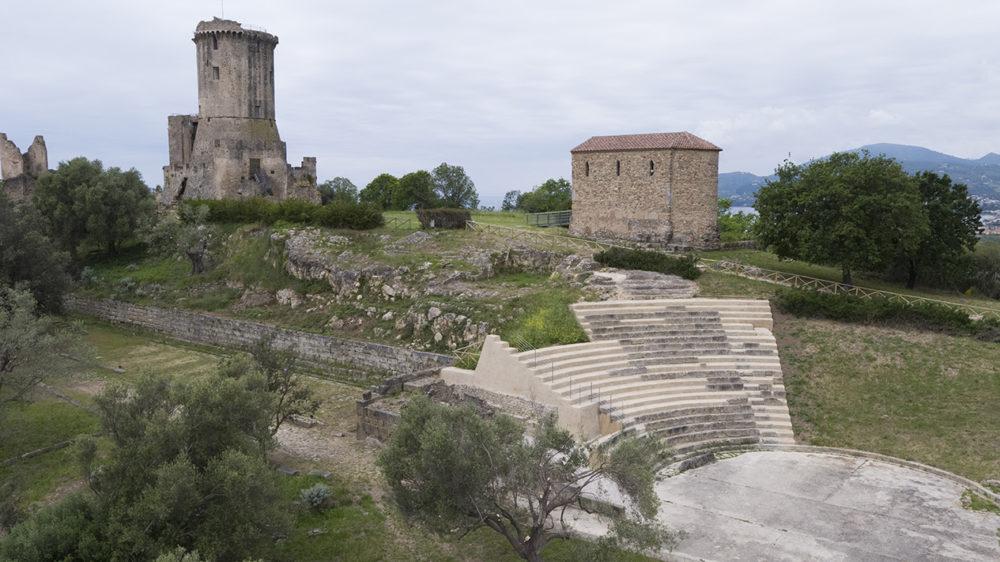 Veliateatro Festival 2021 inaugura al teatro antico dell'acropoli.