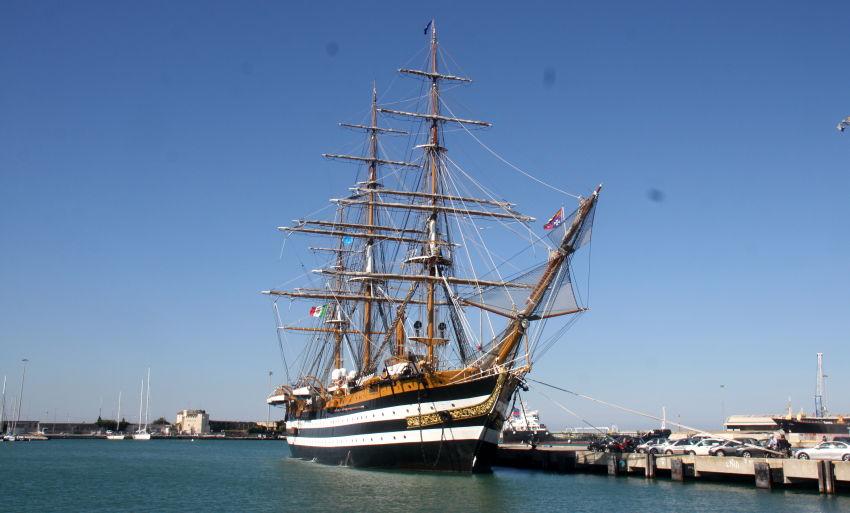 20 positivi Covid 19  sulla nave Amerigo Vespucci, erano vaccinati con la seconda dose