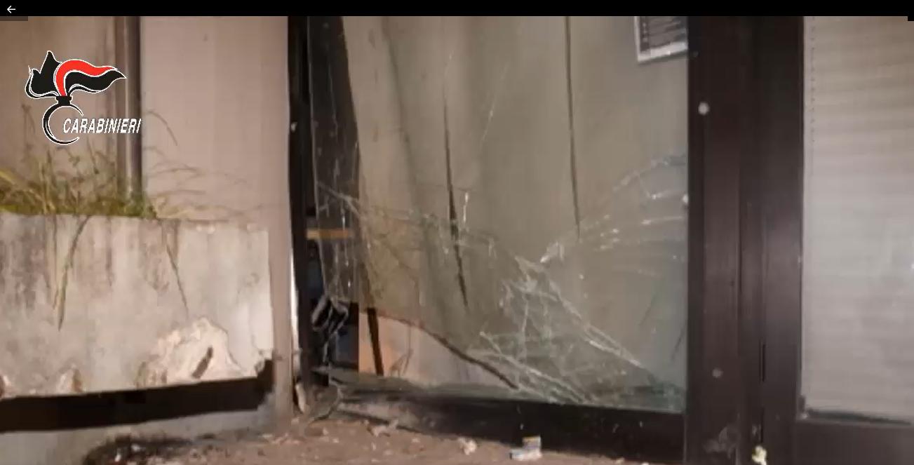 Avellino, bomba contro stato di emergenza e norme anti Covid: 2 fermi per terrorismo