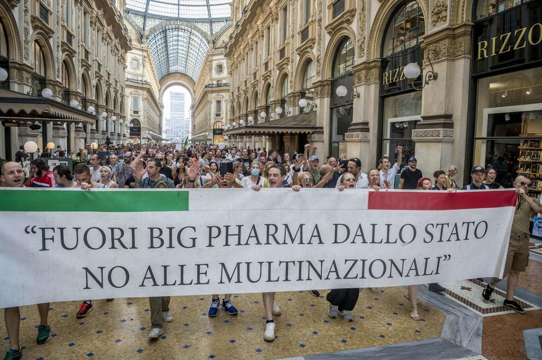 """500 mila in 80 piazze italiane:   """"No al Green Pass dello Stato delle Multinazionali"""""""