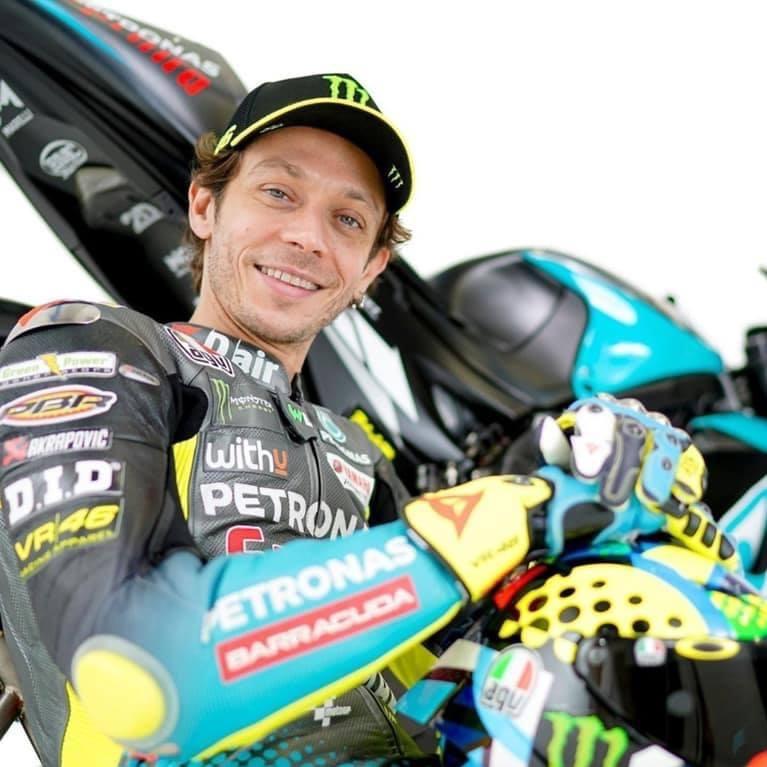 Motociclismo, Valentino Rossi annuncia il ritiro: futuro nelle auto