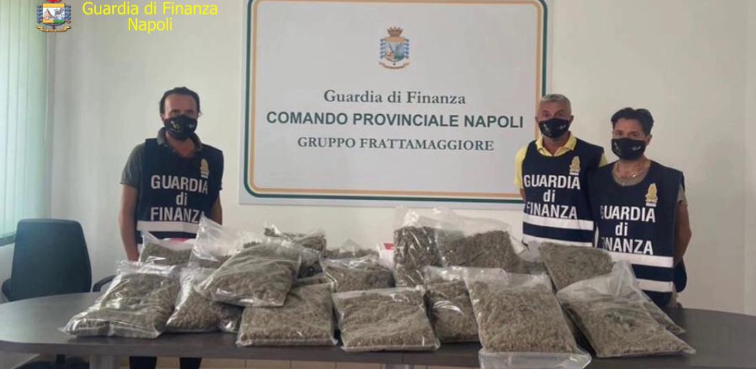 Napoli,la Guardia di Finanza scopre 22 kg marijuana in un centro spedizioni