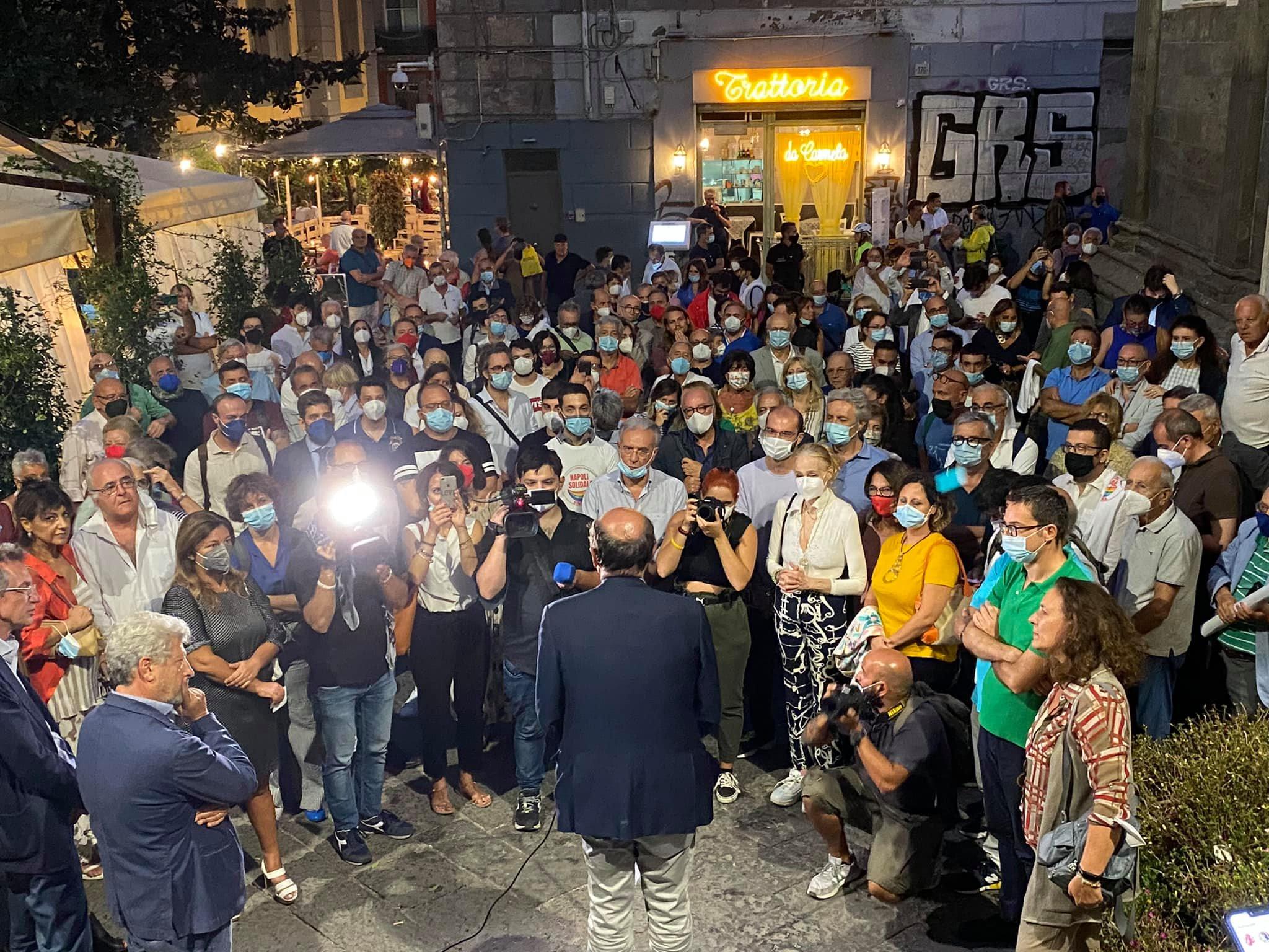 Napoli, pochissime persone al comizio di Bersani. Critiche a Bassolino