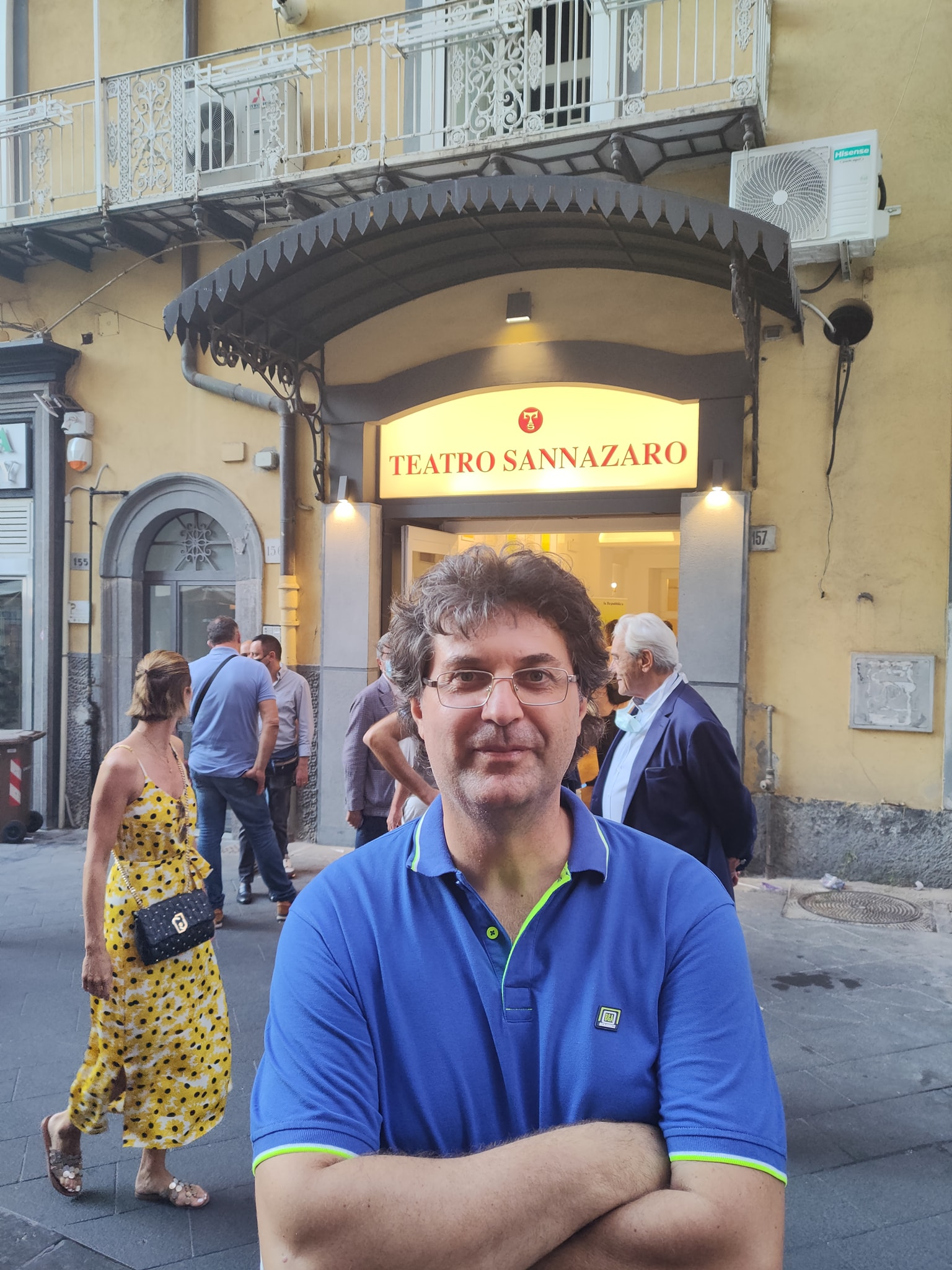 Napoli, Repubblica e Il Mattino ignorano il candidato sindaco Brambilla. Protesta davanti al Sannazzaro