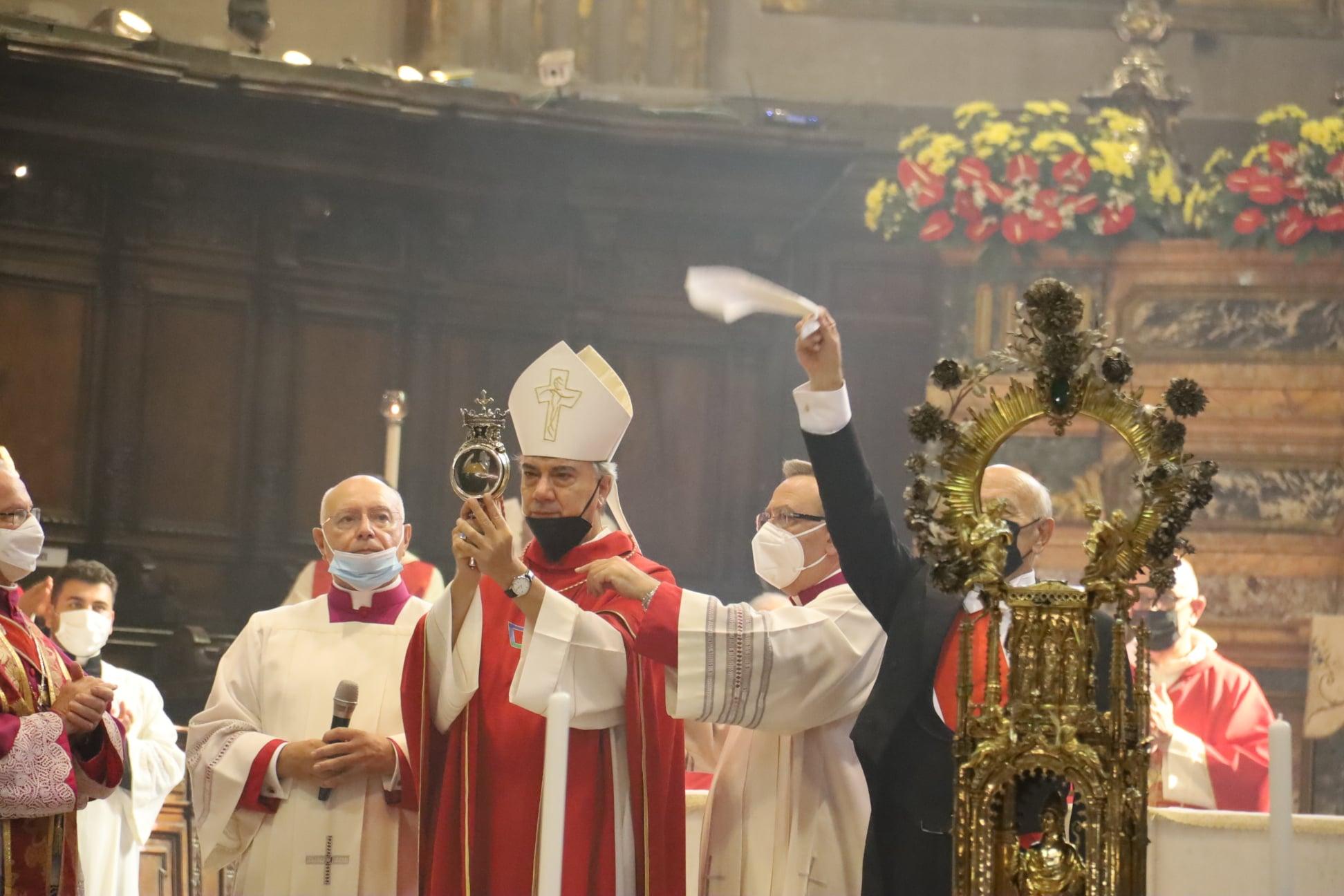 """Napoli, il miracolo di San Gennaro. Monsignor Battaglia: """"Basta clientelismo, tutelate i più fragili"""""""