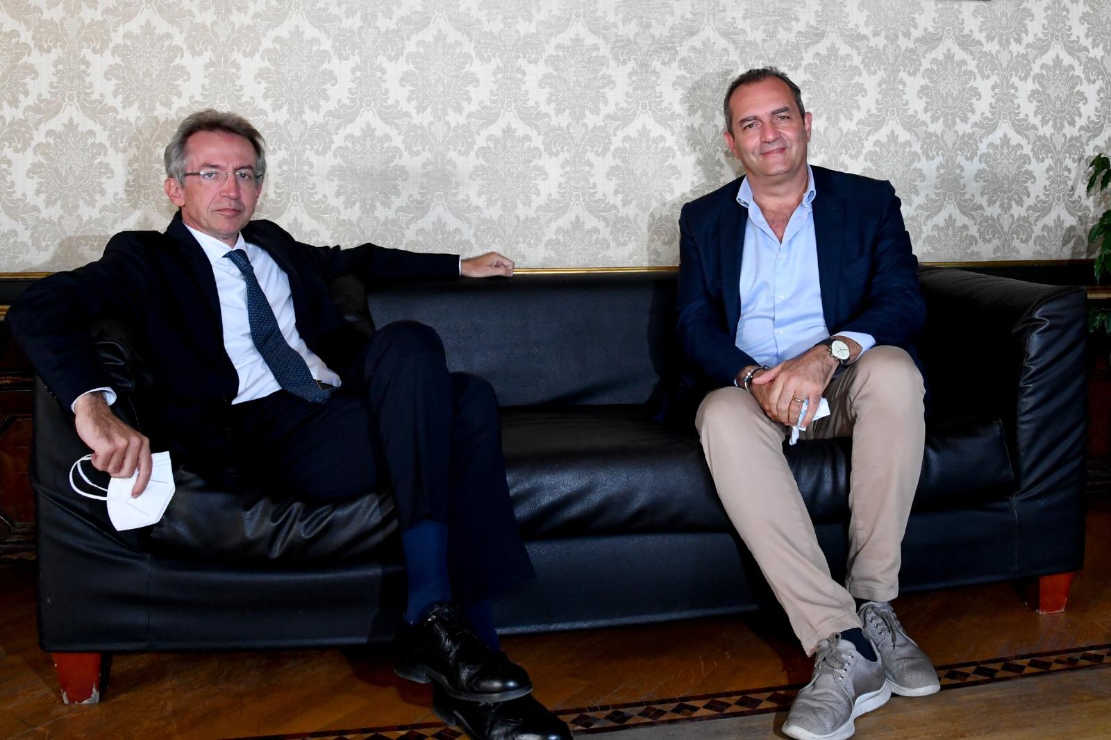 """Napoli, Manfredi si insedia a Palazzo San Giacomo: """"Sono il sindaco di tutti"""""""