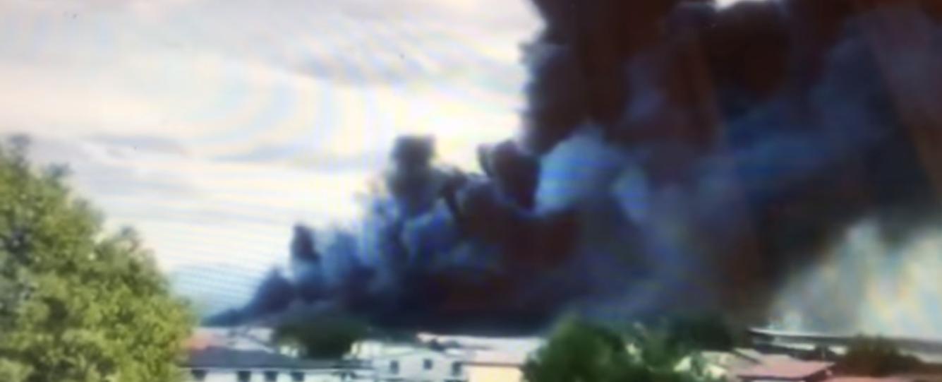 Airola, disastro ambientale: in fiamme deposito di plastica. Fumo fino a Napoli,  chiuse le scuole in tre comuni casertani
