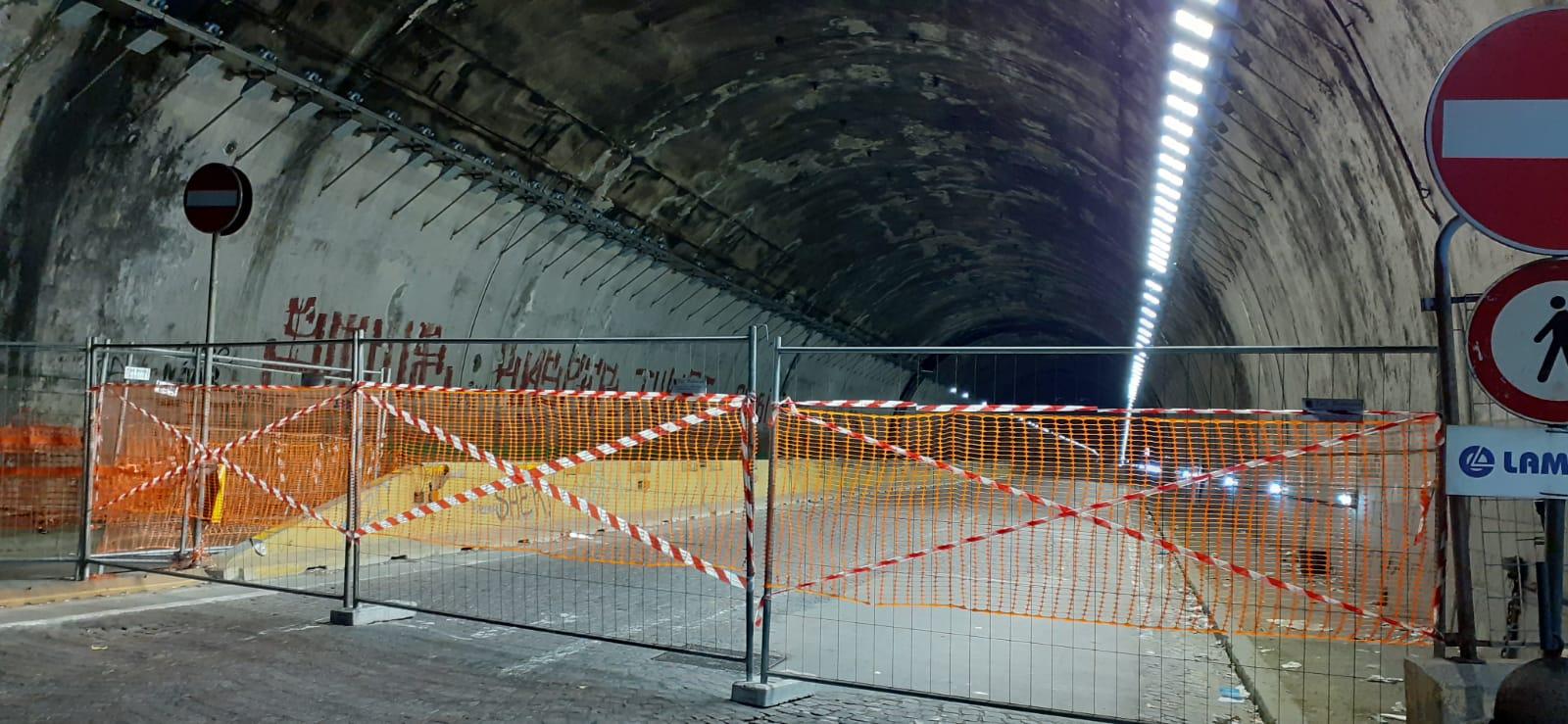 Napoli, chiude la Galleria Quattro Giornate: zona occidentale nel caos
