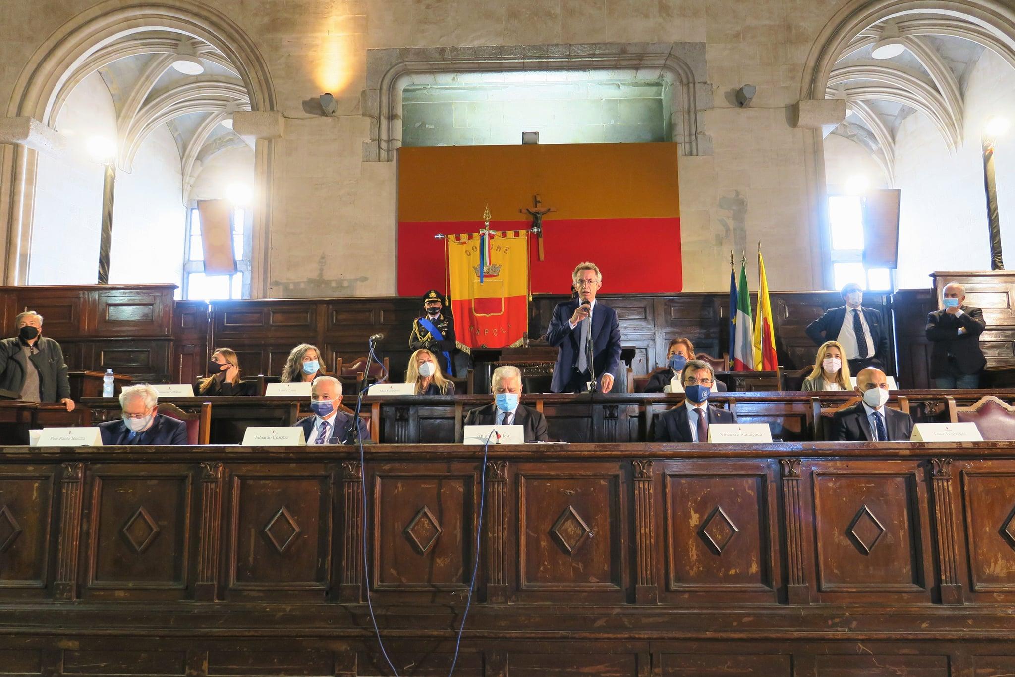 """Napoli, sindaco Manfredi presenta gli assessori: """"riunioni di giunta anche in periferia"""""""