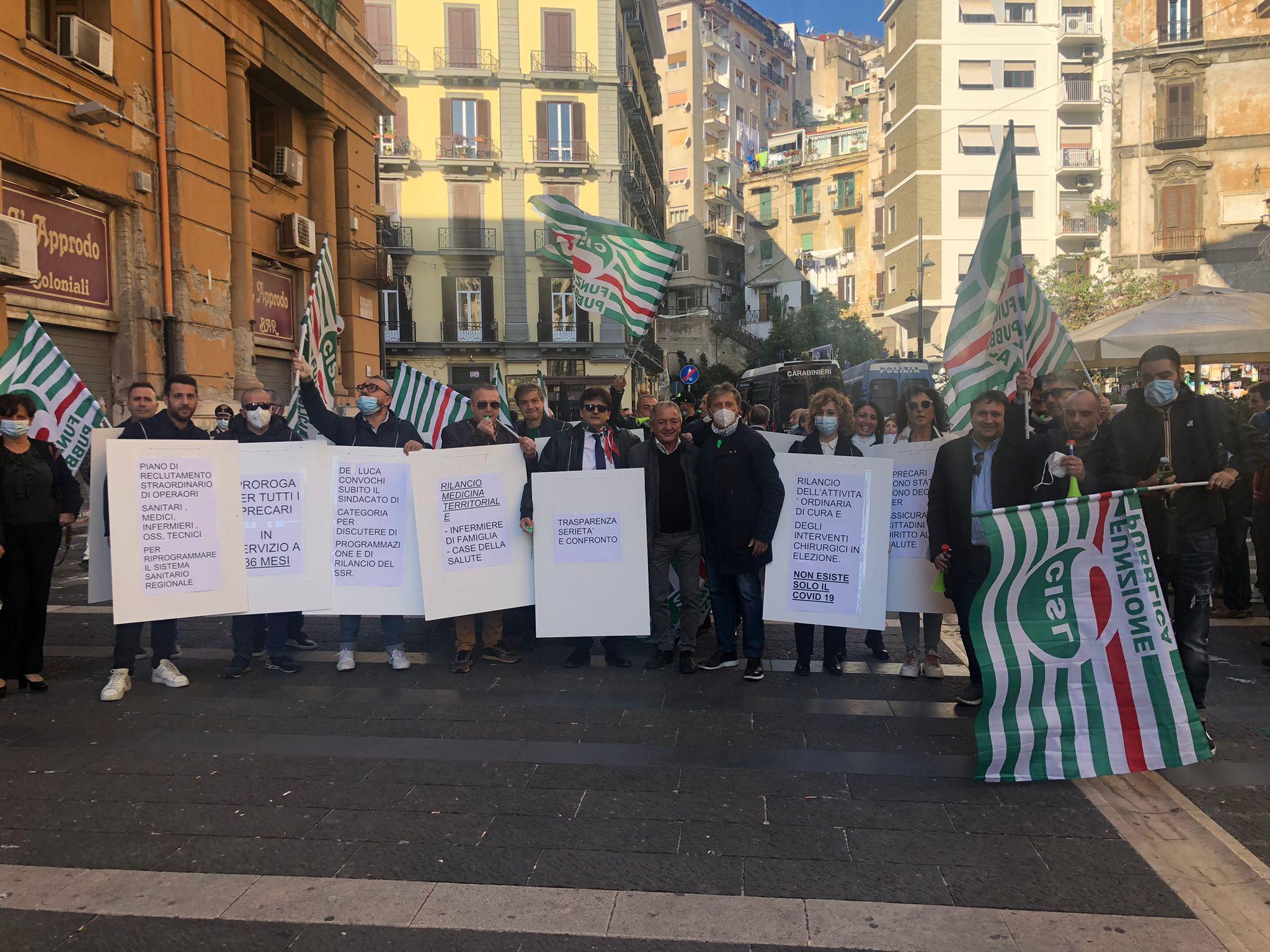 Napoli, presidio precari  sanità davanti alla sede della Regione