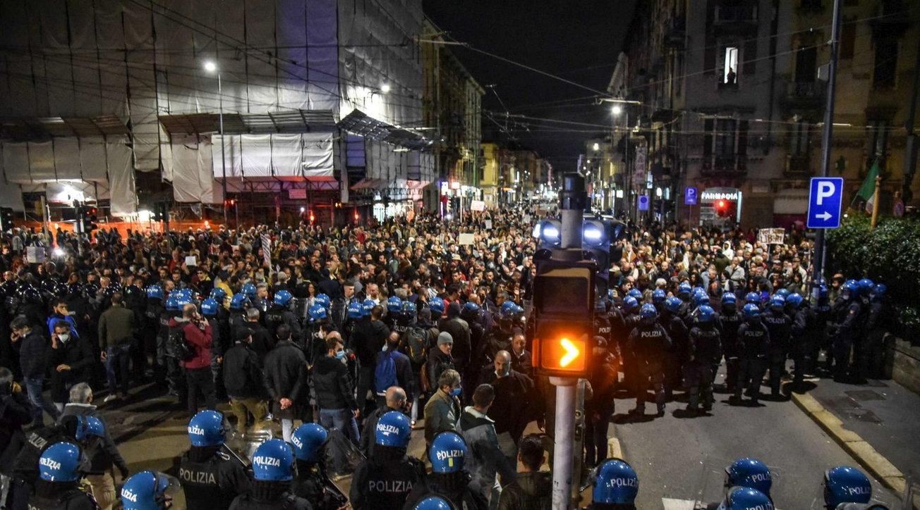 Urne vuote, insurrezione in  piazza contro il Green Pass: 50 mila a Roma assediano i palazzi del potere