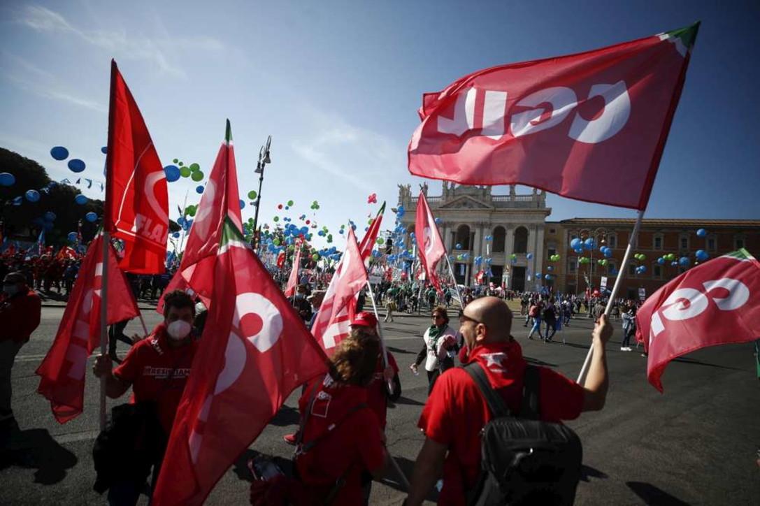 Roma, Cgil Cisl e Uil in piazza per sostenere il  governo Draghi