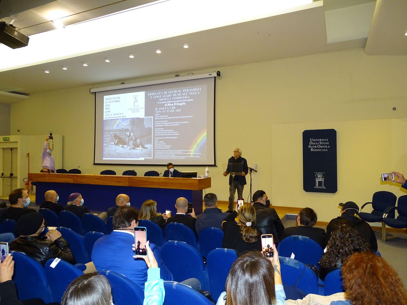 """Nino D'Angelo: """"Anche gli scugnizzi delle periferie possono 'scalare i muri' seguendo esempi e valori positivi"""""""