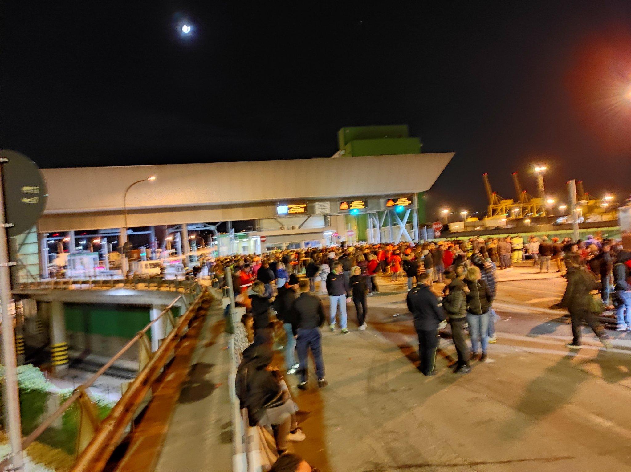 """Trieste, lotta continua dei portuali: """"Il Green Pass è un ricatto, sciopero ad oltranza"""""""