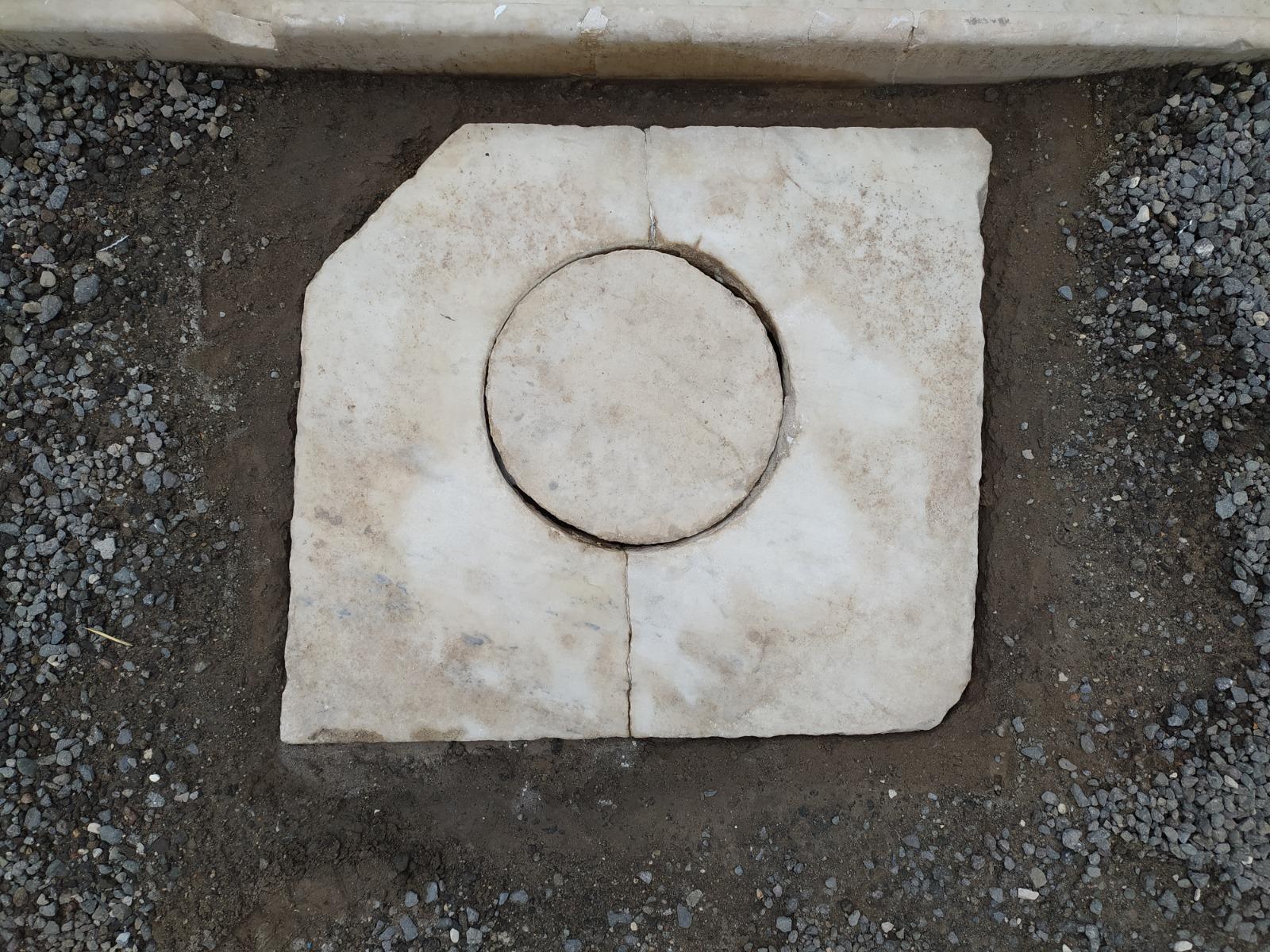 Pompei, rubato chiusino in marmo del parco archeologico