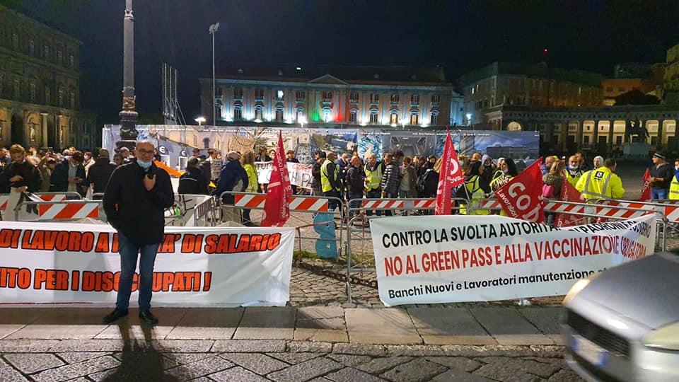 """Napoli, operai manutenzione stradale: """"Green Pass è strumento autoritario. Noi con i portuali di Trieste"""""""